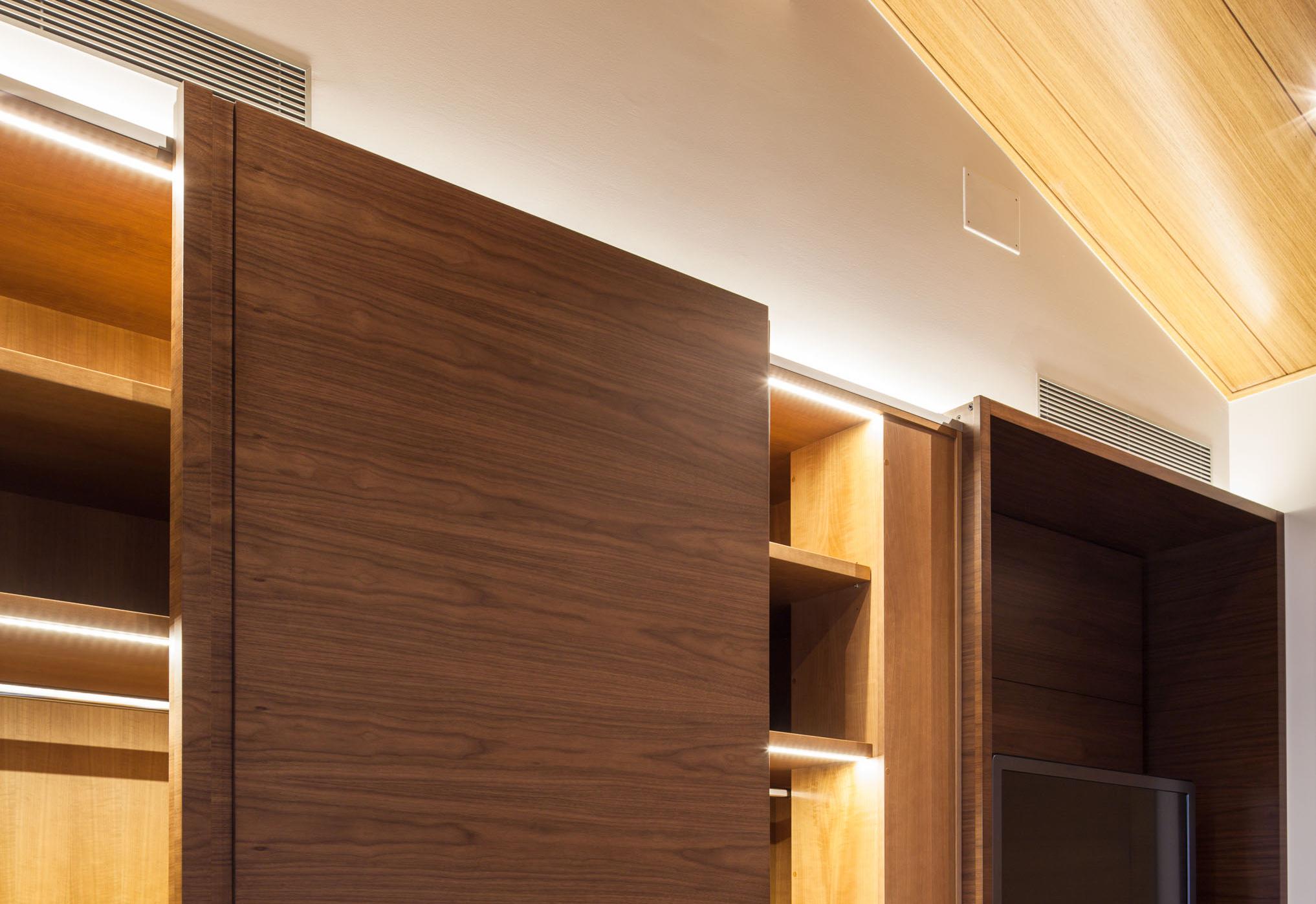 Herrajes puertas correderas armarios y muebles de madera - Mecanismo puerta corredera armario ...
